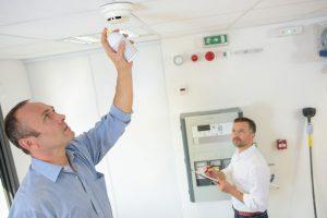 Instalación de detectores de monóxido de carbono